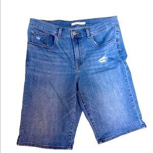 Levi's Bermuda distresssed shorts